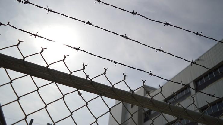 Więzień wziął zakładników. Domagał się przeniesienia do innego zakładu